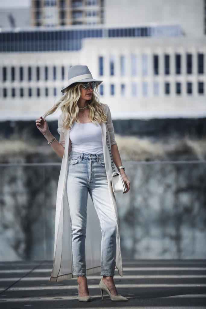 Dallas Fashion Blogger wearing Mom Jeans