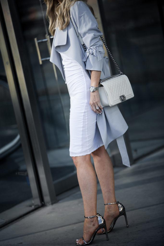 White dress plus Chanel Boybag plus trench coat