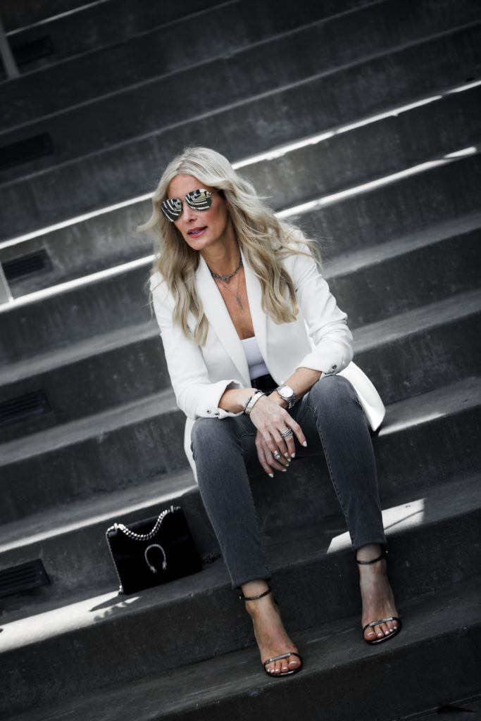 Dallas Fashion blogger wearing gray skinny jeans and white blazer