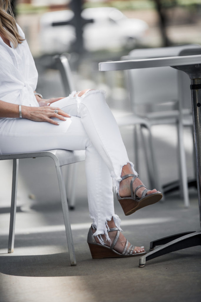 Dallas Style blogger wearing white jeans and wedges