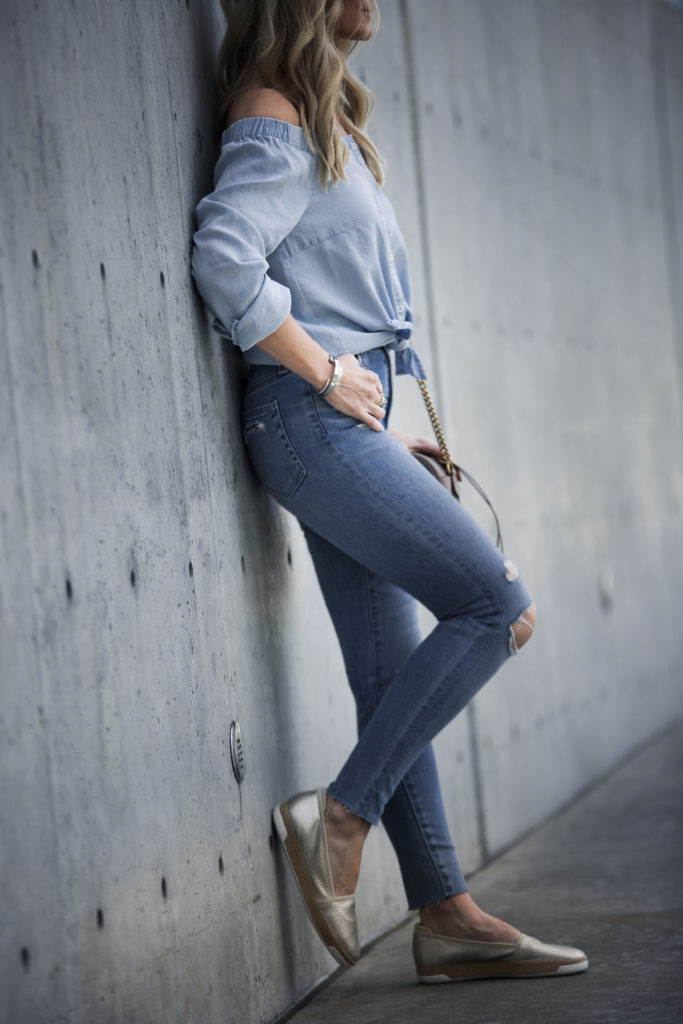 Dallas fashion blogger wearing ripped jeans and Easy Spirit shoes