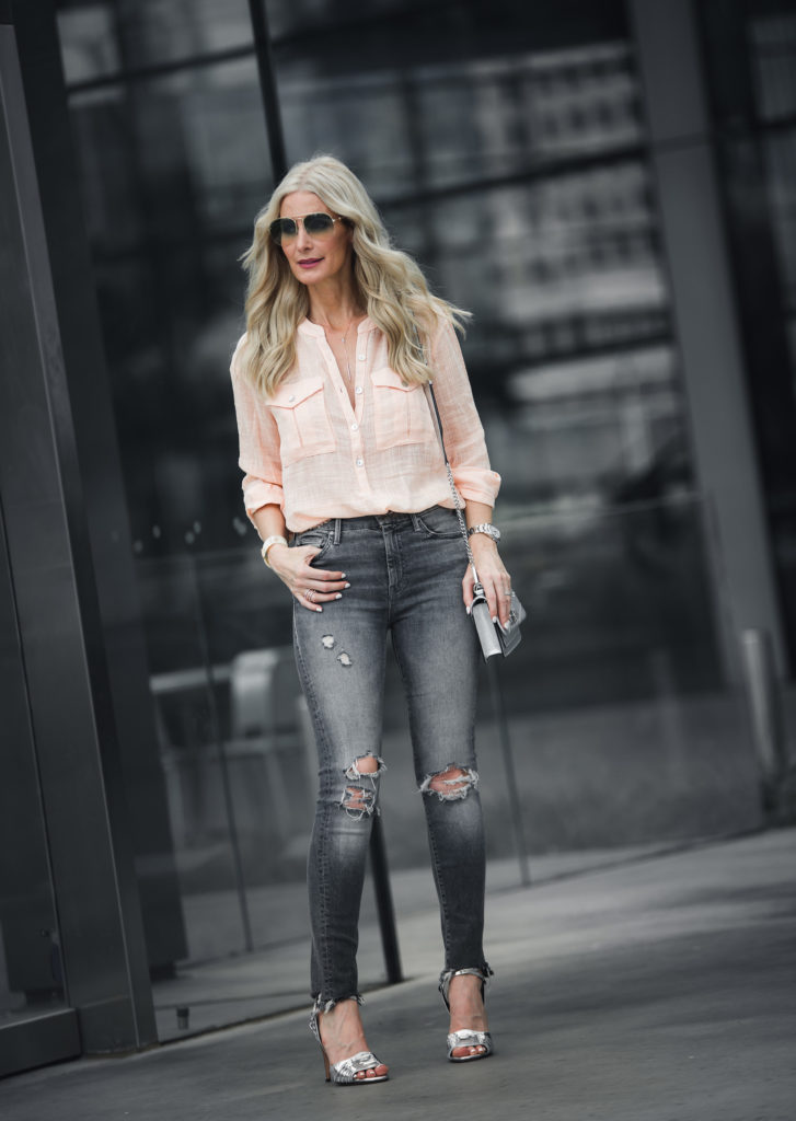 Dallas Fashion Blogger wearing ripped jeans