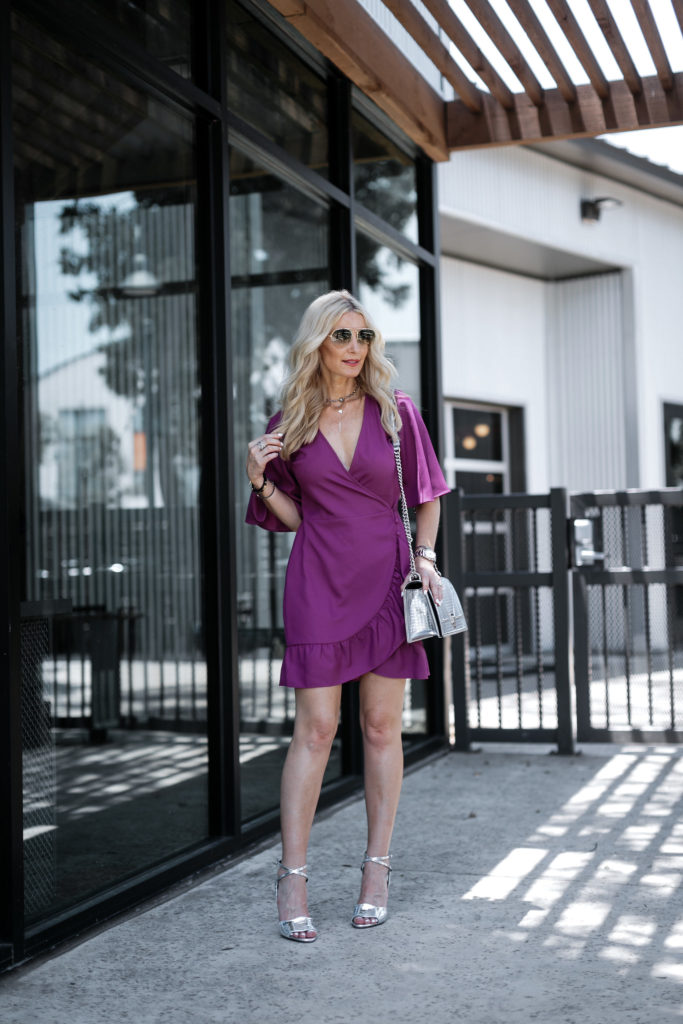 Dallas style blogger wearing Veronica beard heels