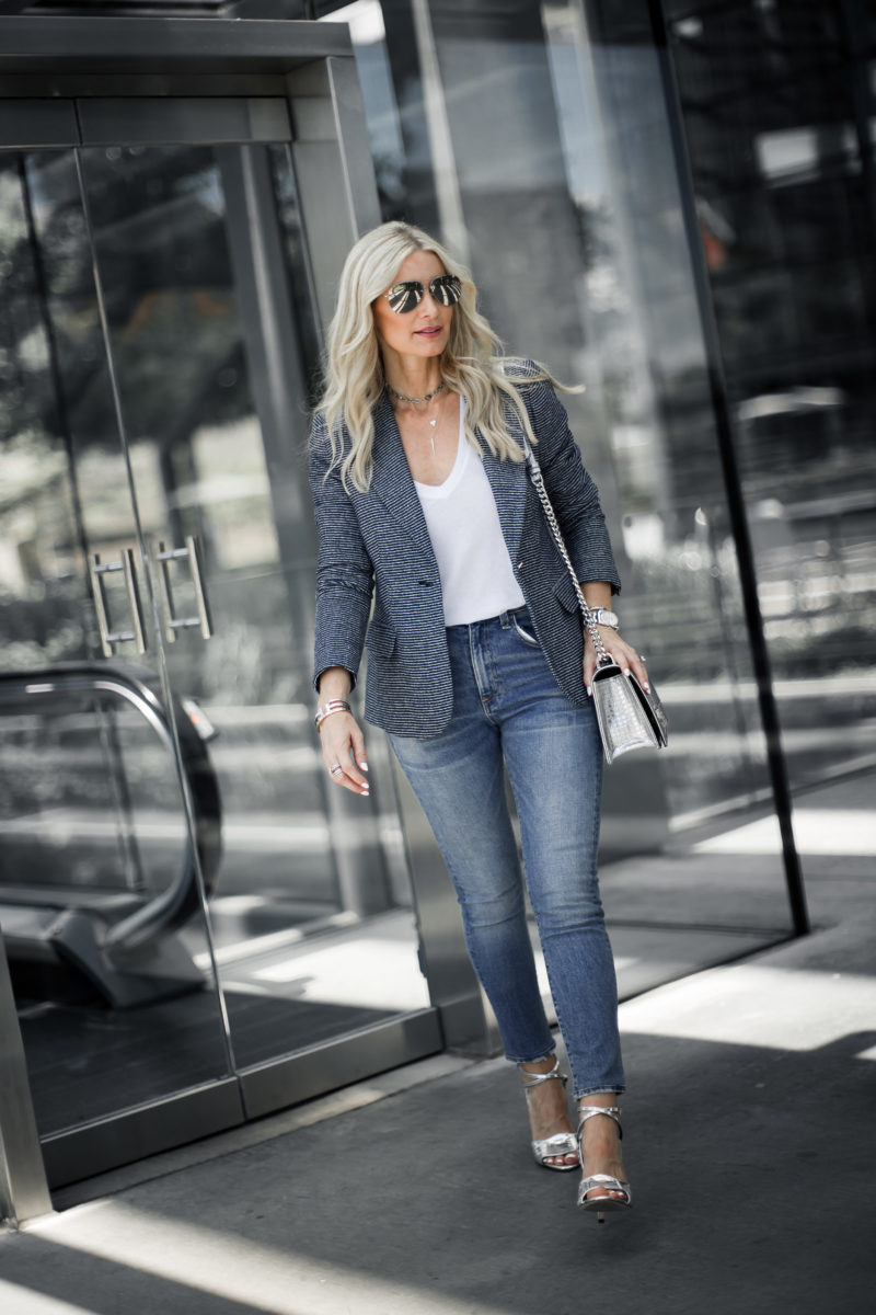 AN AFFORDABLE BLAZER THAT FITS LIKE AN EXPENSIVE ONE