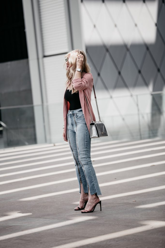 Dallas blogger wearing Mother jeans and Dior handbag