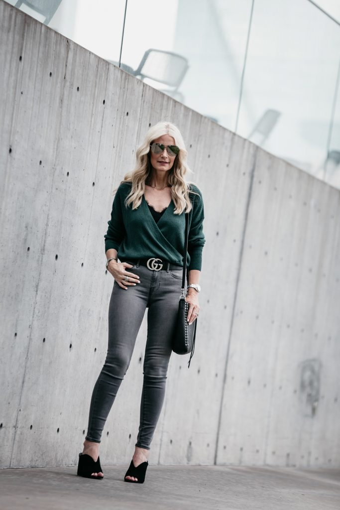 Dallas fashion blogger wearing gray skinny jeans