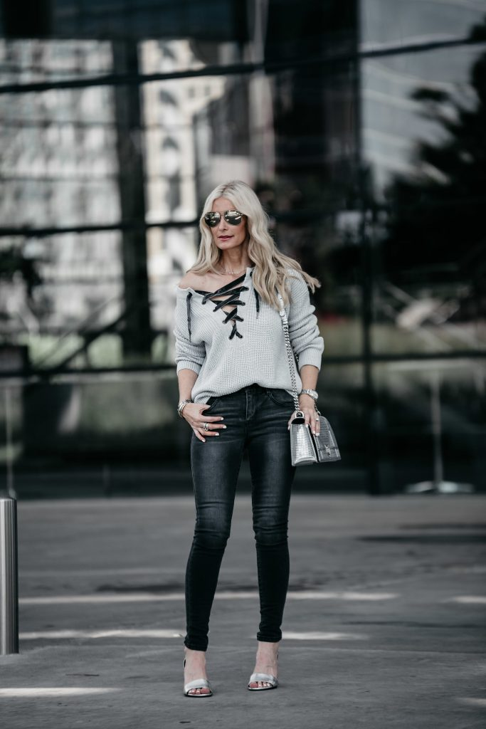 Dallas Style blogger wearing gray skinny jeans