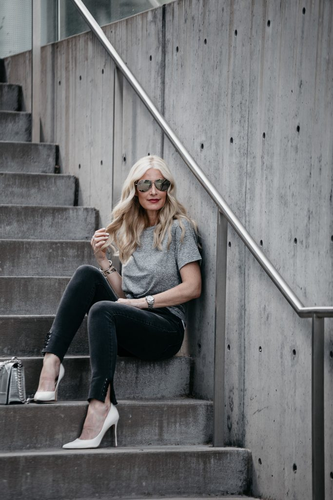 Dallas blogger wearing Topshop tee and black skinny jeans