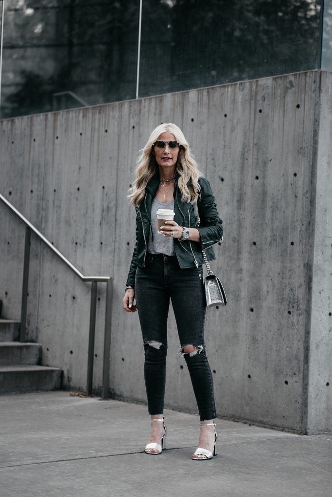 Dallas style blogger wearing black Levi's