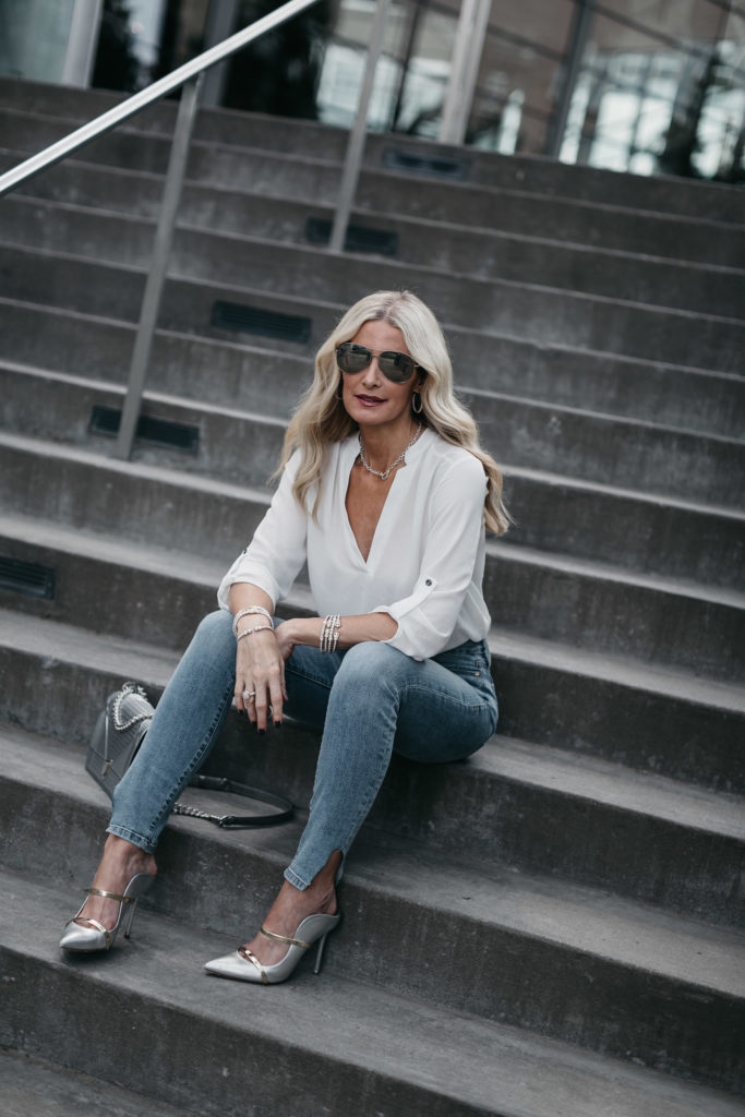 White tunic, Good American Jeans, and silver heels - THE CHICEST LUXURY JEWELRY BRAND