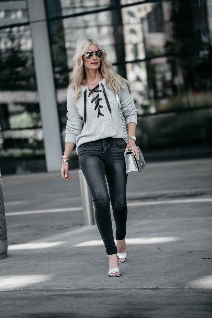 How to wear gray skinny jeans