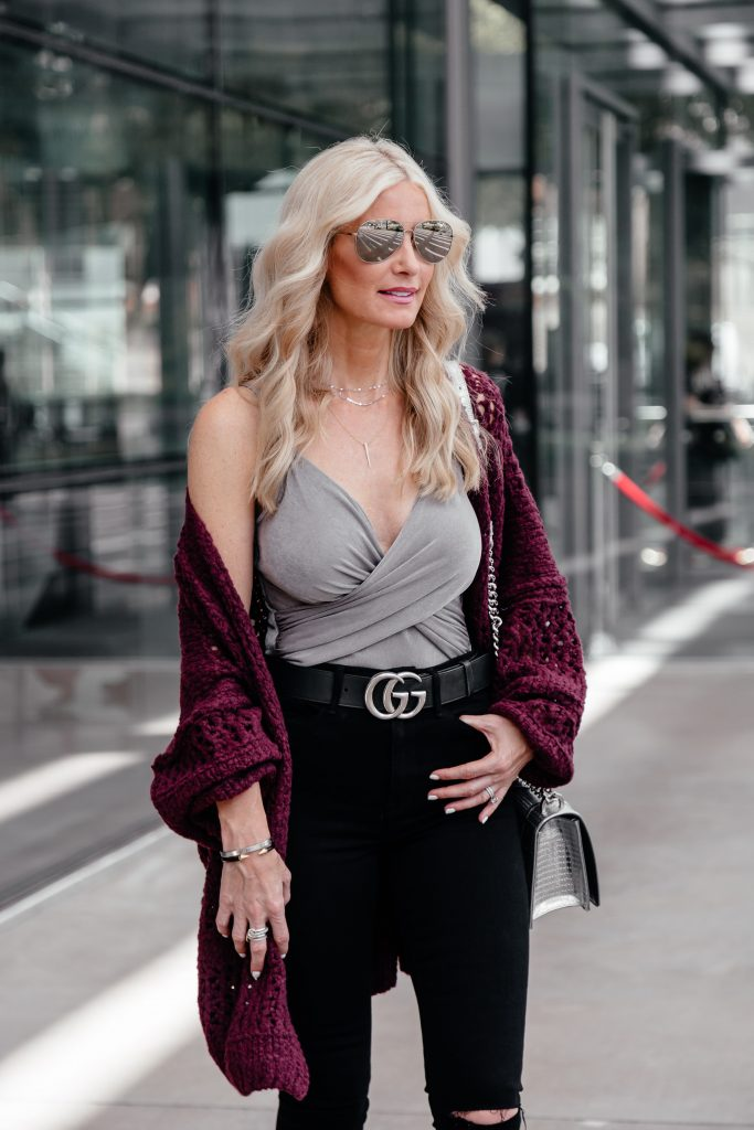 Dallas fashion blogger wearing Gucci belt and Good American Jeans