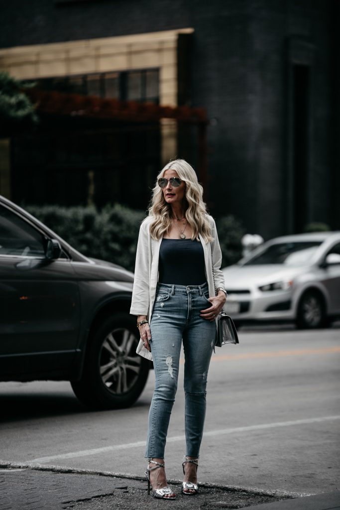 Dallas blogger wearing Madewell bodysuit