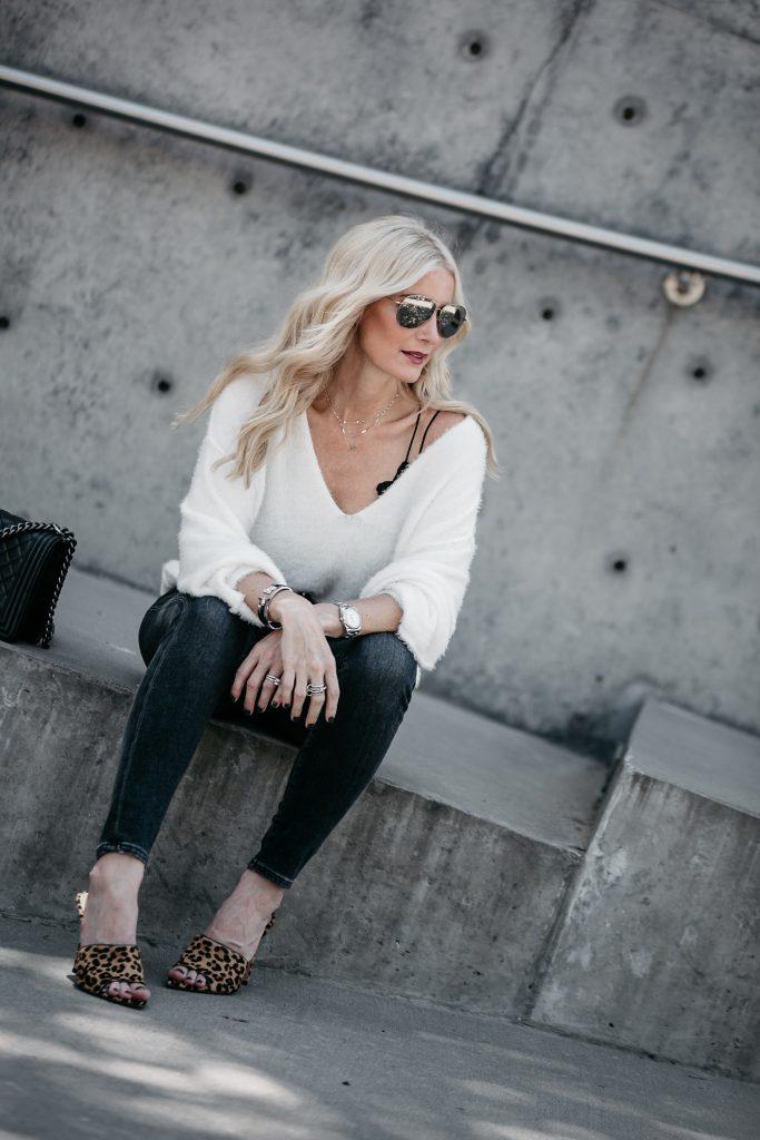 Dallas fashion blogger wearing leopard heels