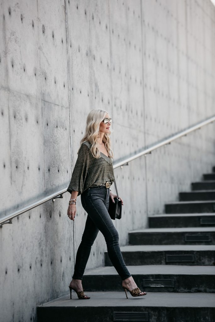 Dallas style blogger wearing gray jeans and leopard heels