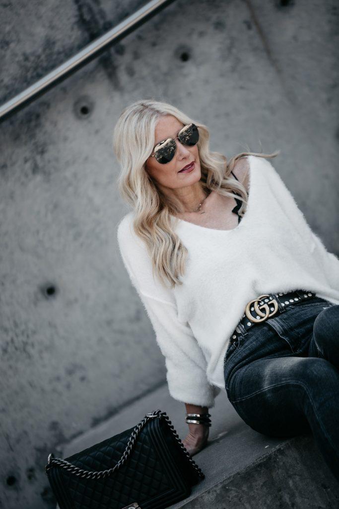 Dallas blogger wearing Gucci belt in Dallas, TX