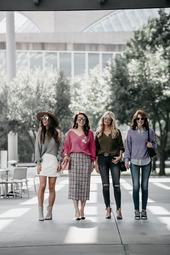 Dallas bloggers wearing v neck sweater