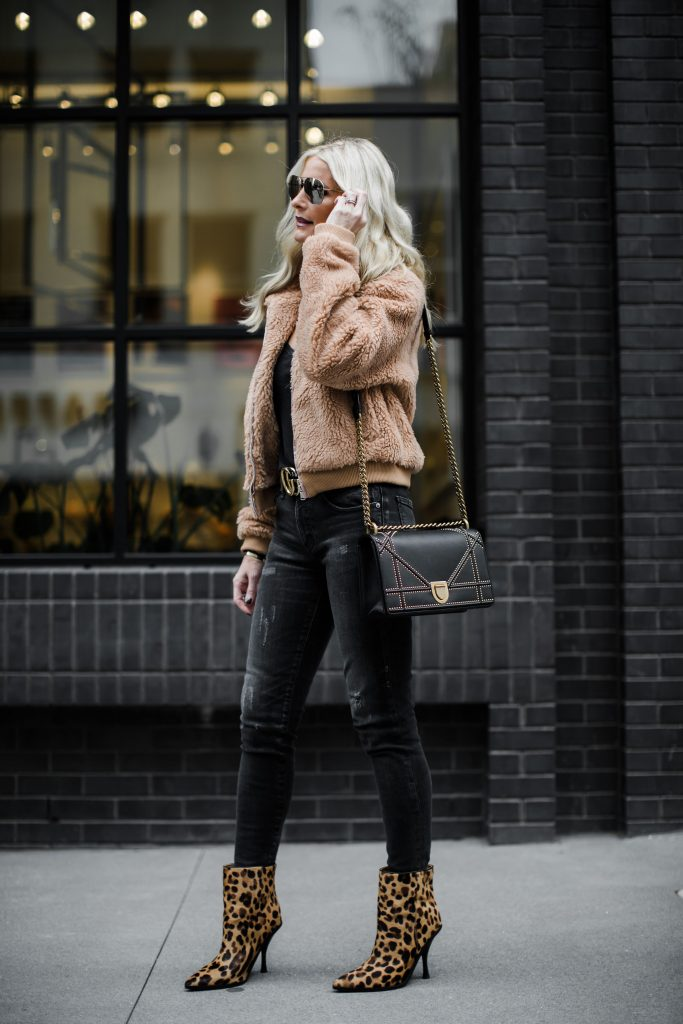 Dallas blogger wearing black ripped jeans by Moussy denim