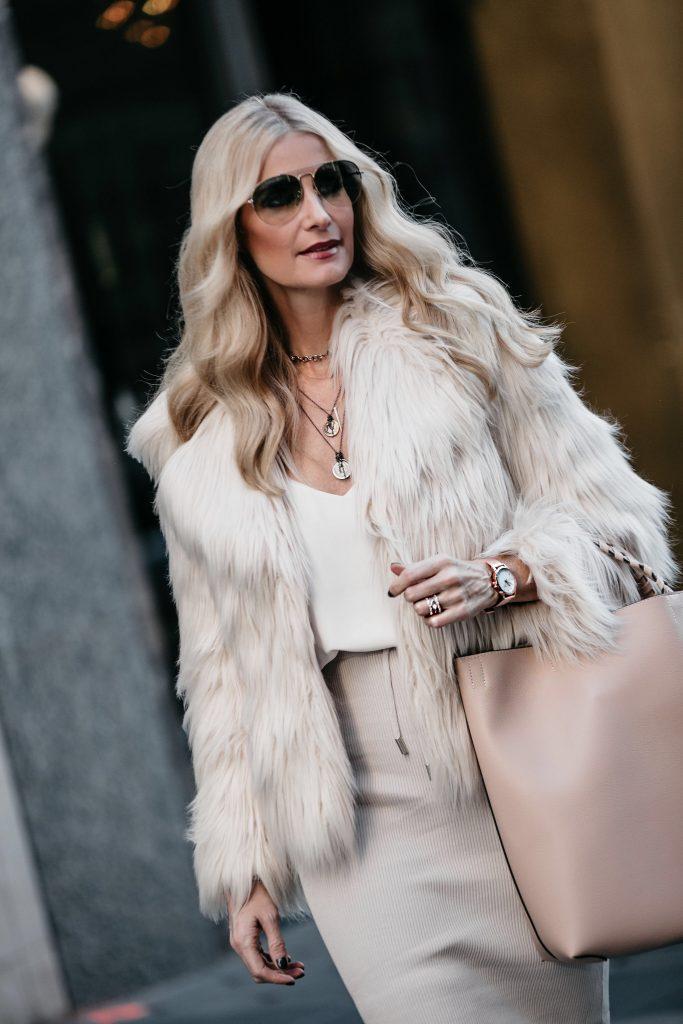 Dallas blogger wearing faux fur jacket in Dallas, TX