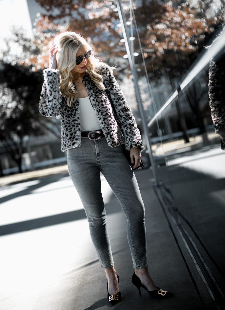 How to style gray skinny jeans