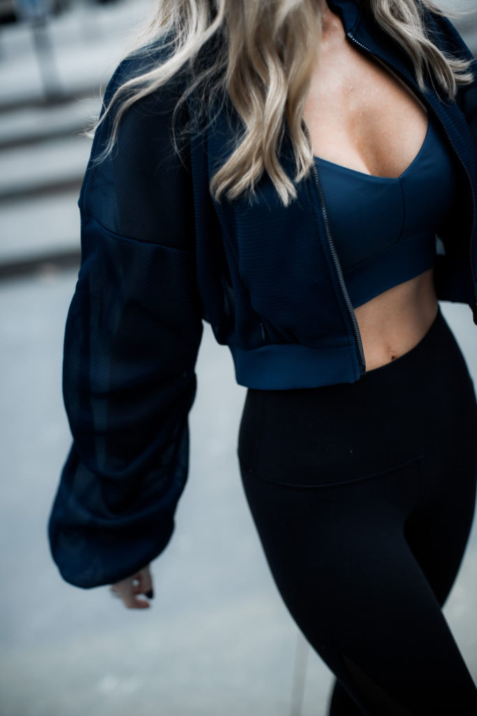 Dallas blogger wearing Alo Yoga clothes