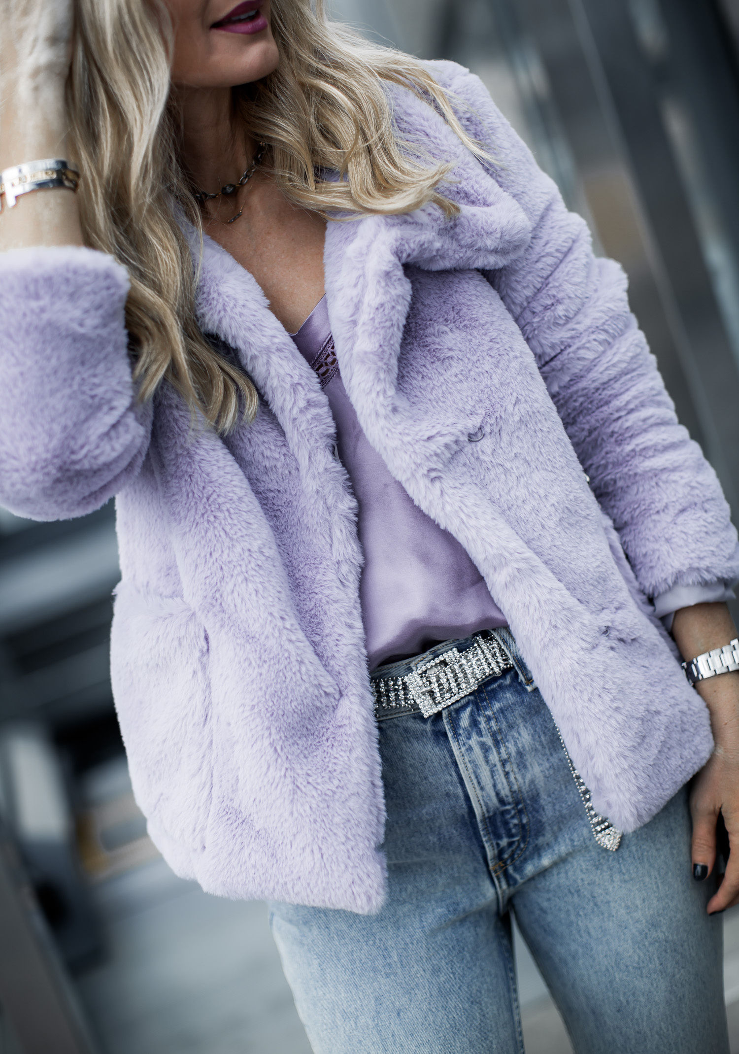 Dallas fashion blogger wearing lavender faux fur jacket and mom jeans