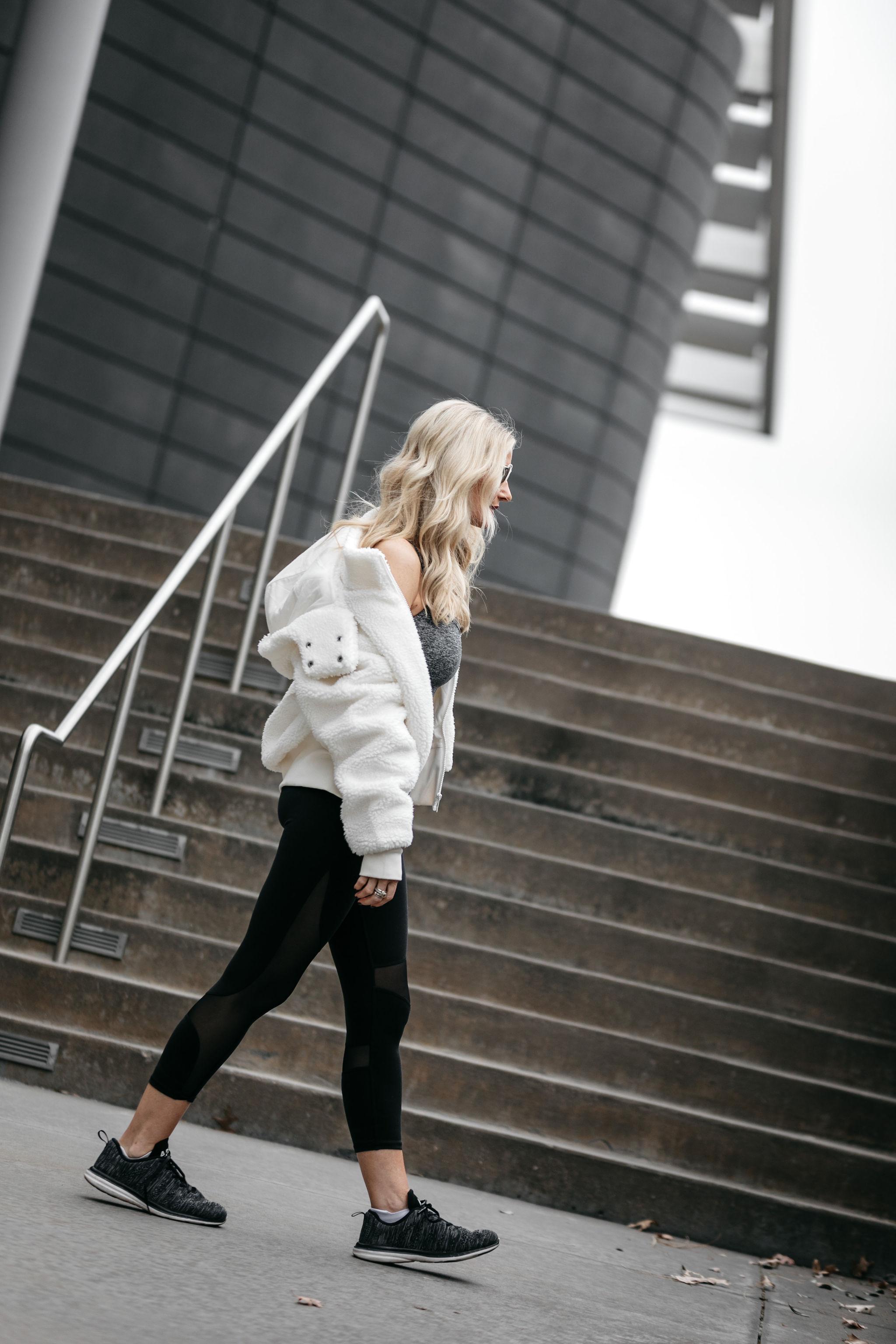 Best athleisure wear on Dallas fashion blogger