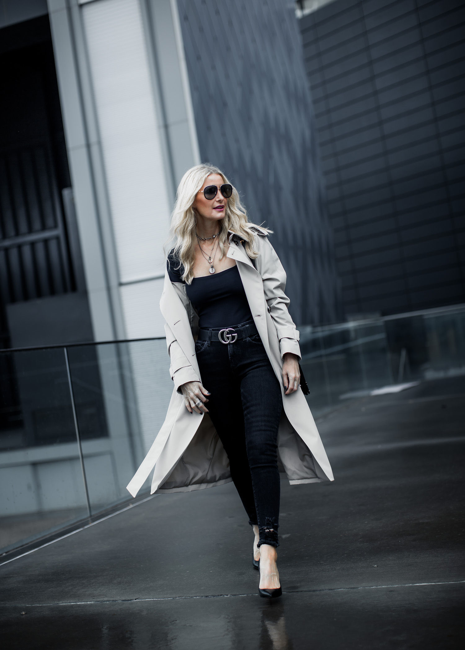 Dallas fashion blogger wearing chic trench coat and black skinny jeans