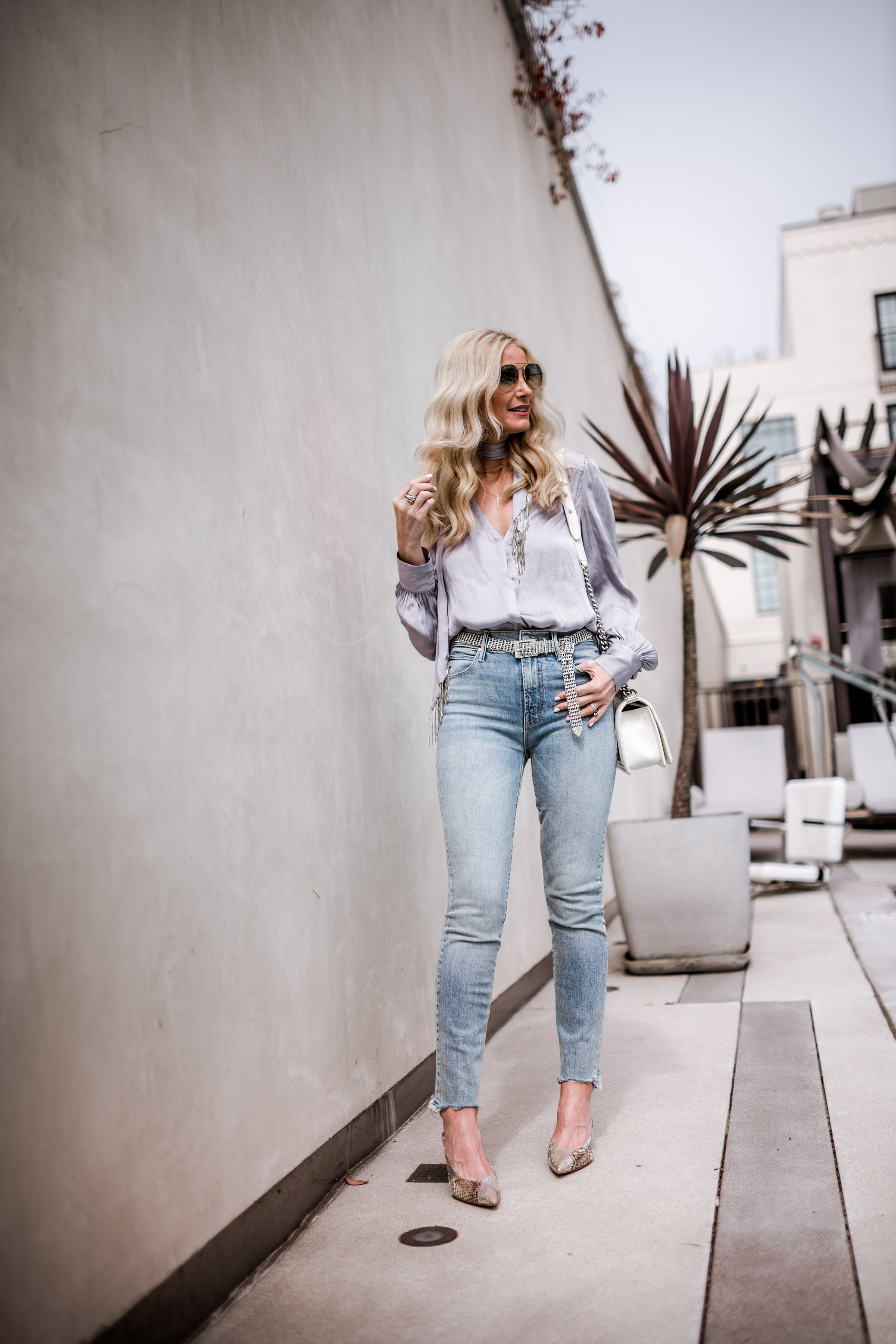 Dallas blogger wearing lavender satin top and blue skinny jeans by Mother denim
