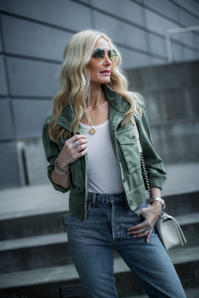 Dallas fashion blogger wearing an army jacket and mom jeans
