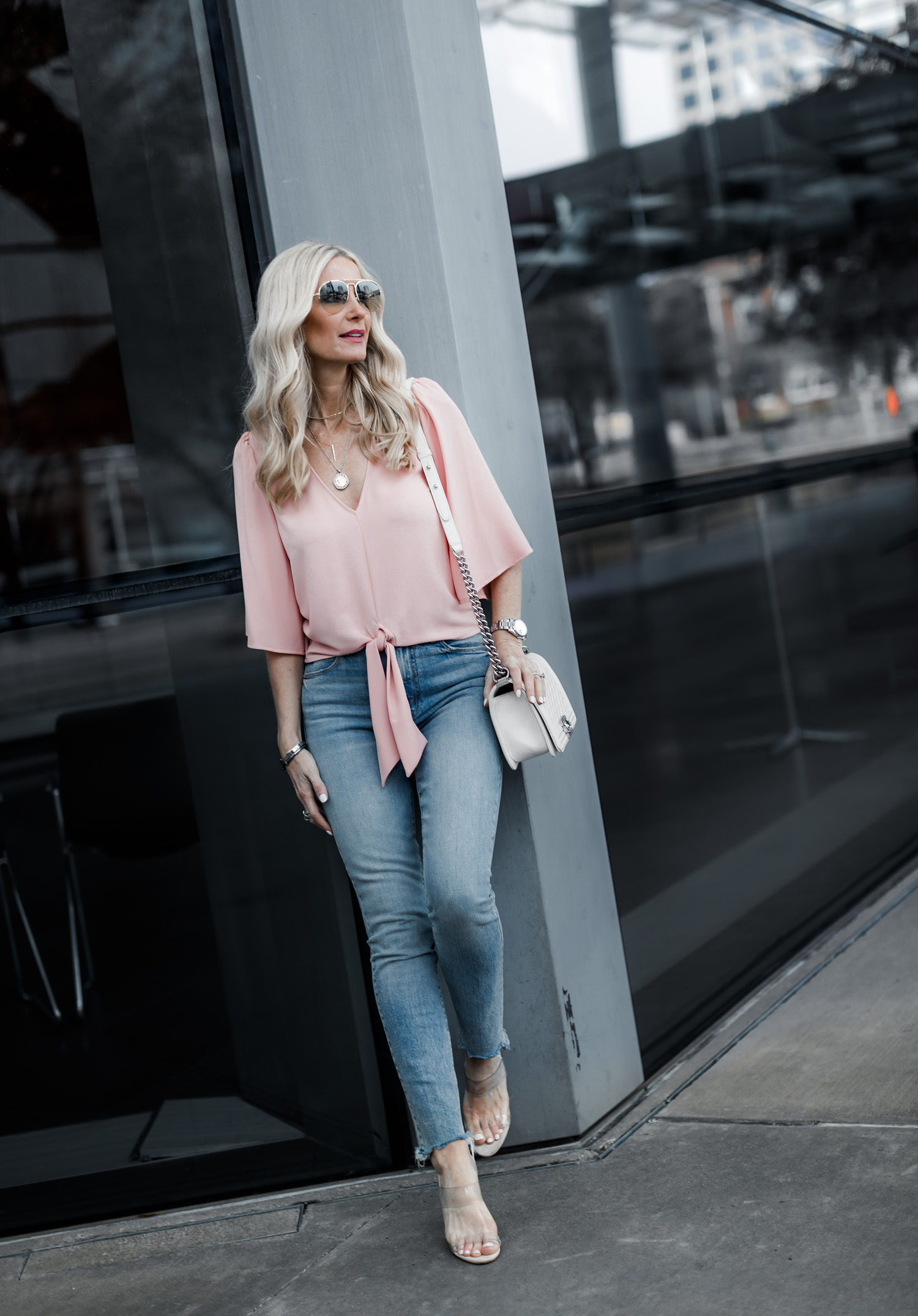 Dallas style blogger wearing Mother denim jeans and pink sprint top