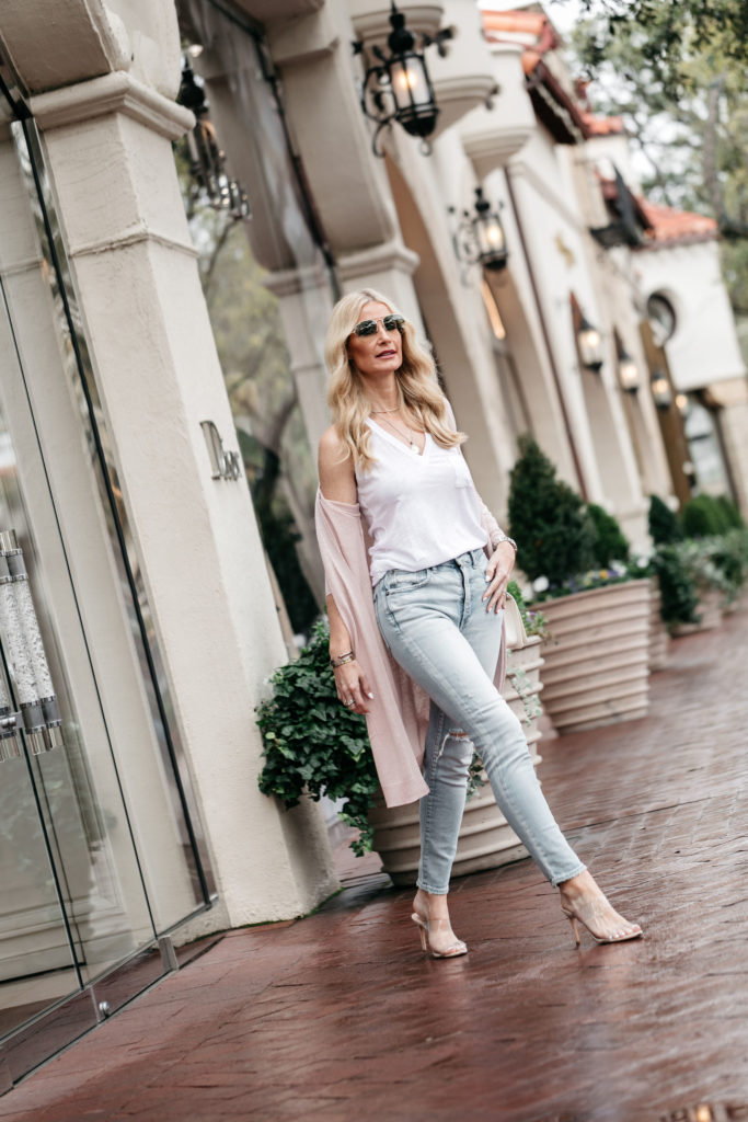 Dallas blogger wearing Moussy denim and Schutz heels