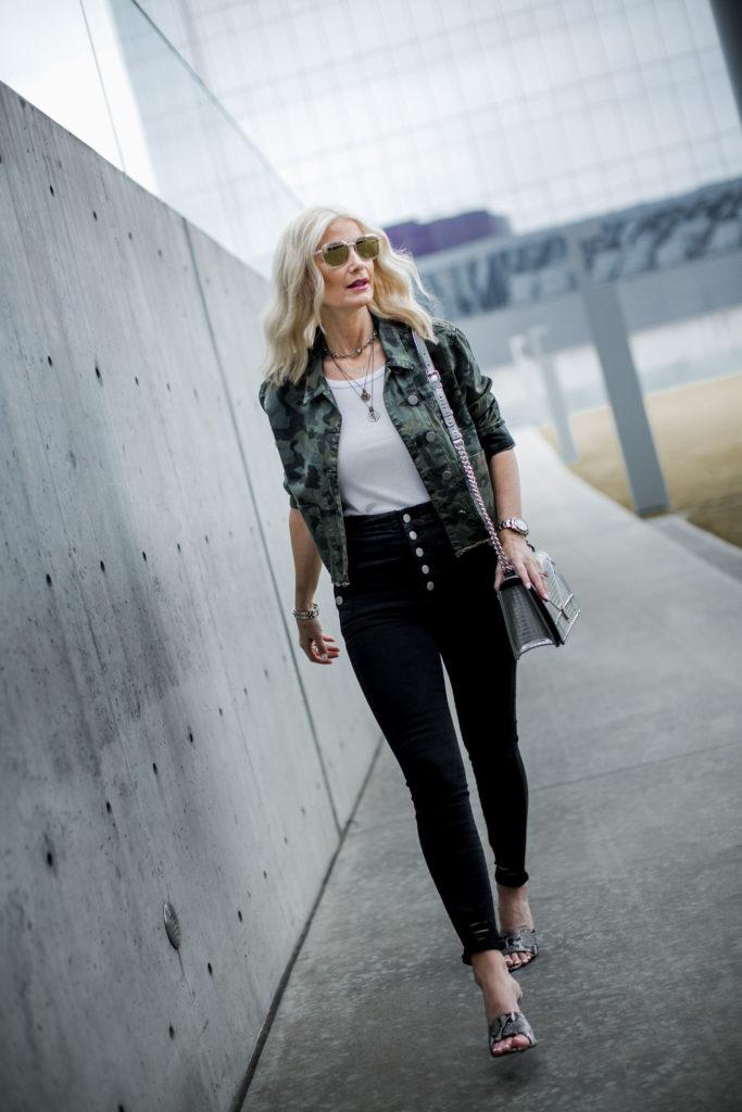 e3eddbd3bf15 Dallas fashion blogger wearing slimming black jeans