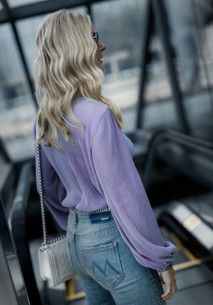 Dallas blogger wearing Mother denim