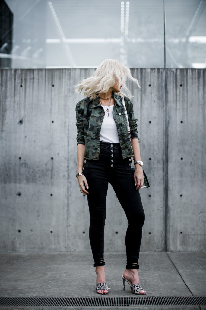 Dallas blogger wearing black skinny jeans and camo jacket by DL1961