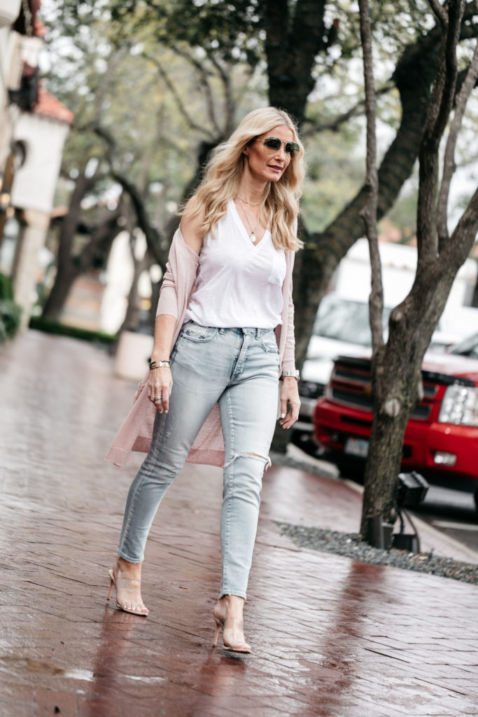 Dallas style blogger wearing the best spring cardigan