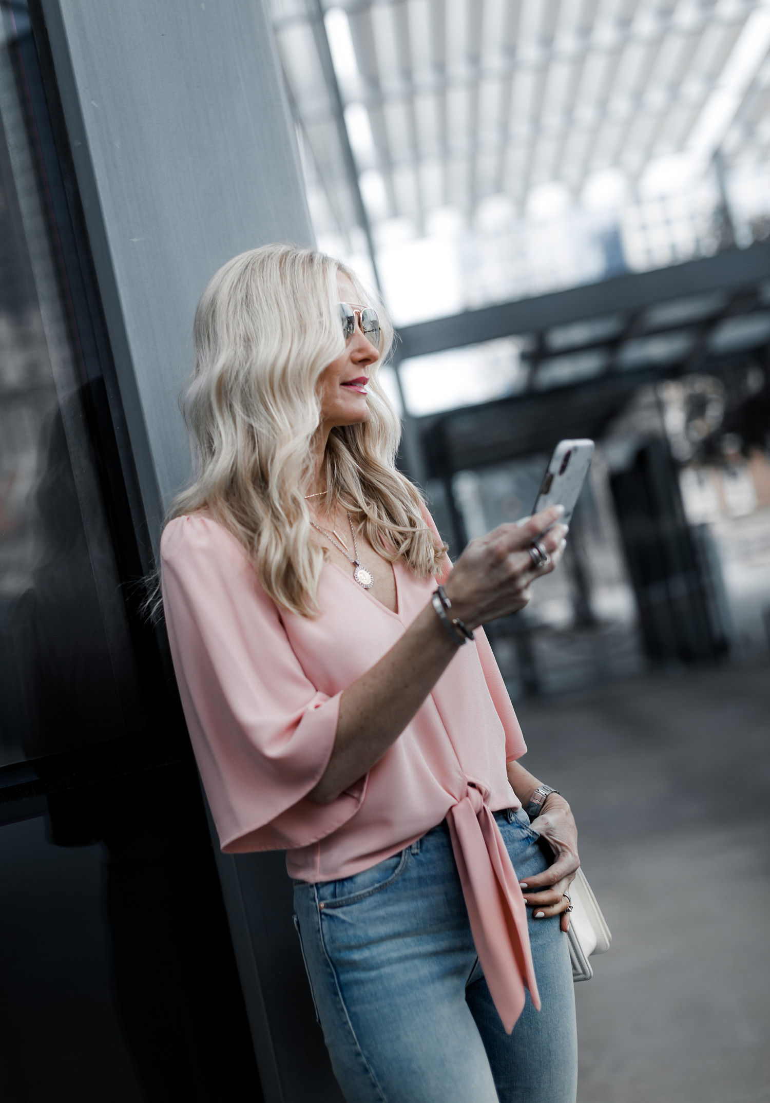 Dallas blogger wearing a pink top and skinny jeans. Heather is sharing The Best Spring Tops Under $100