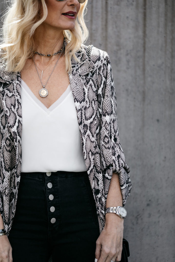 How to wear snake print