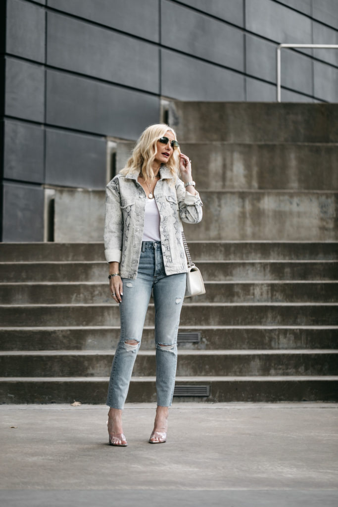 Dallas blogger wearing Boyish jeans and Free People jacket