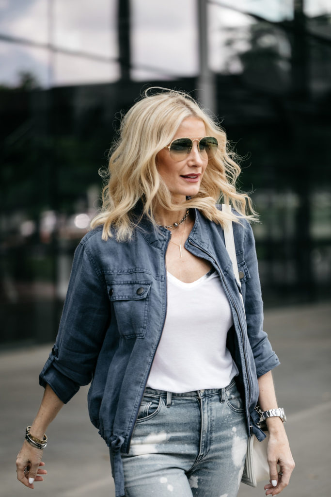 Dallas blogger wearing a linen jacket and ripped jeans