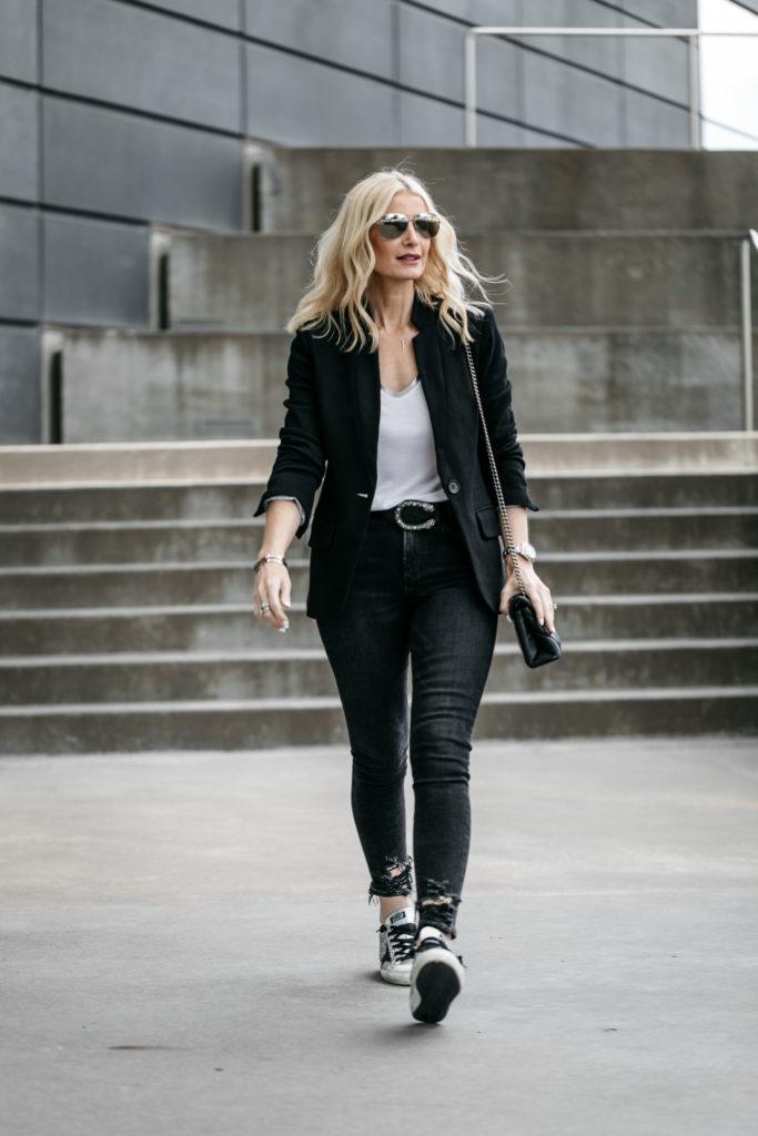 Dallas blogger wearing black blazer, black skinny jeans, and Gucci belt