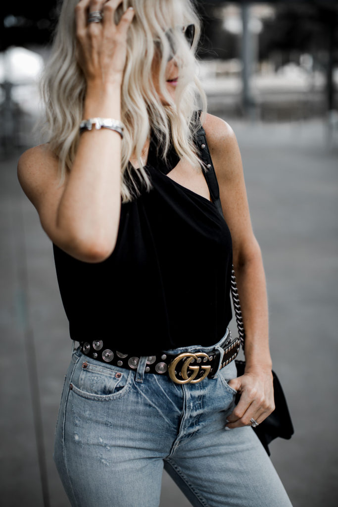 Dallas blogger wearing a Gucci belt and skinny jeans
