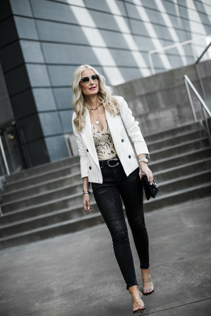 How to wear a white blazer and jeans
