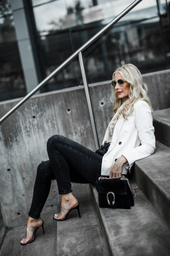 Dallas blogger carrying Gucci bag and wearing Moussy denim