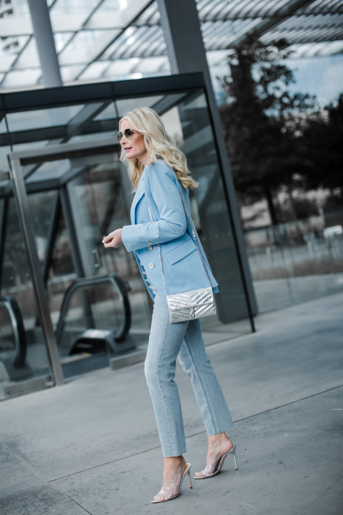 Dallas blogger wearing a blazer and mom jeans