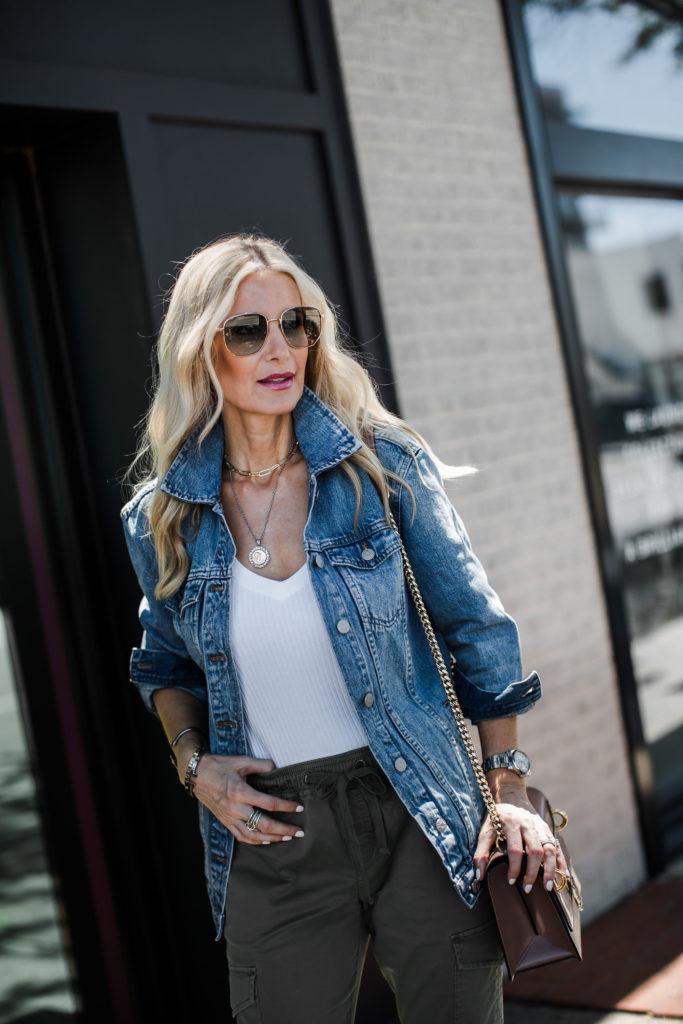 Dallas blogger wearing Madewell jean jacket