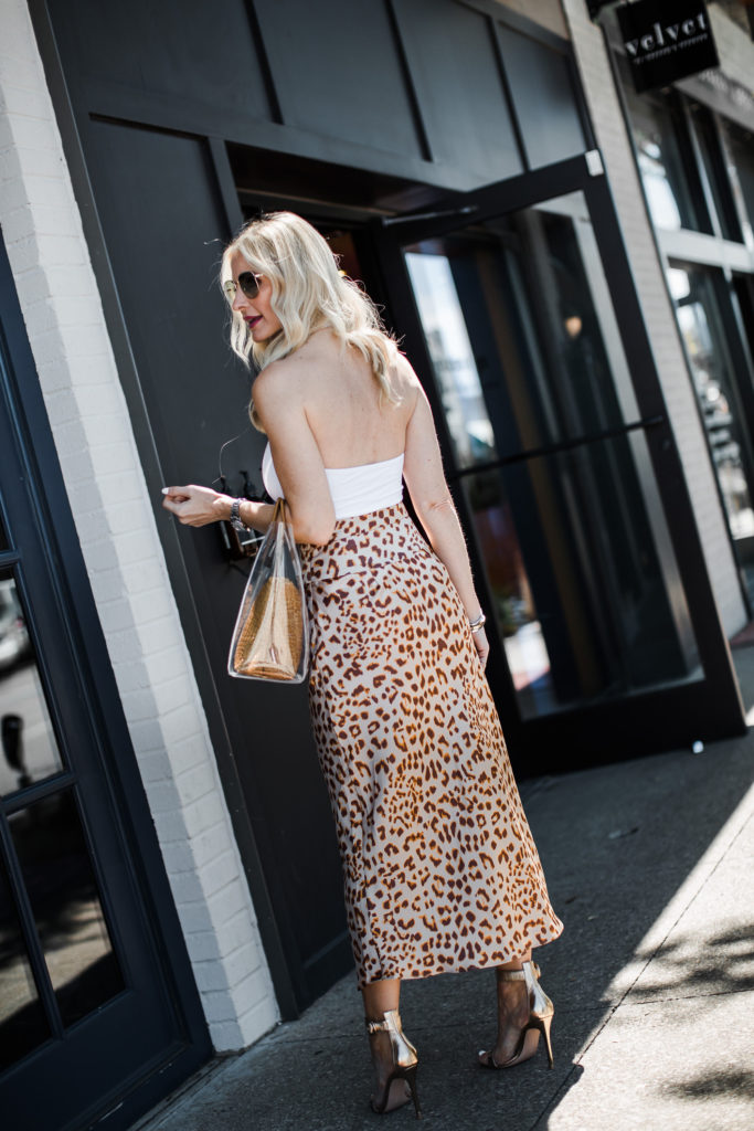 Dallas fashion blogger wearing a leopard midi skirt