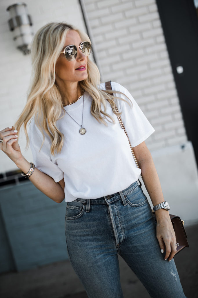 How to wear a white t-shirt over age 40