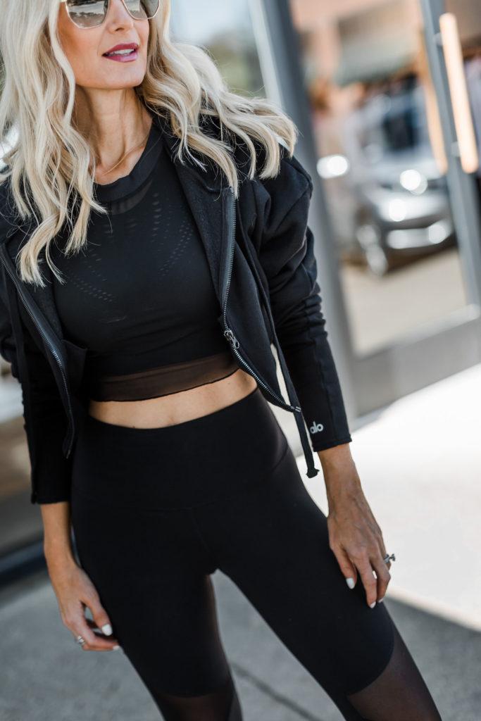 Dallas blogger wearing Alo yoga clothing