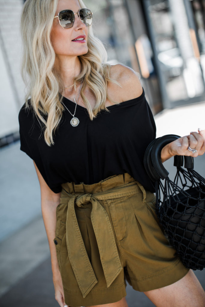 Dallas fashion blogger wearing a black tee and Topshop shorts
